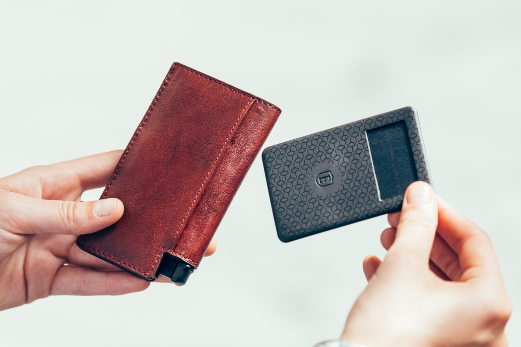 ekster_worlds_slimmest_smart_wallet_01