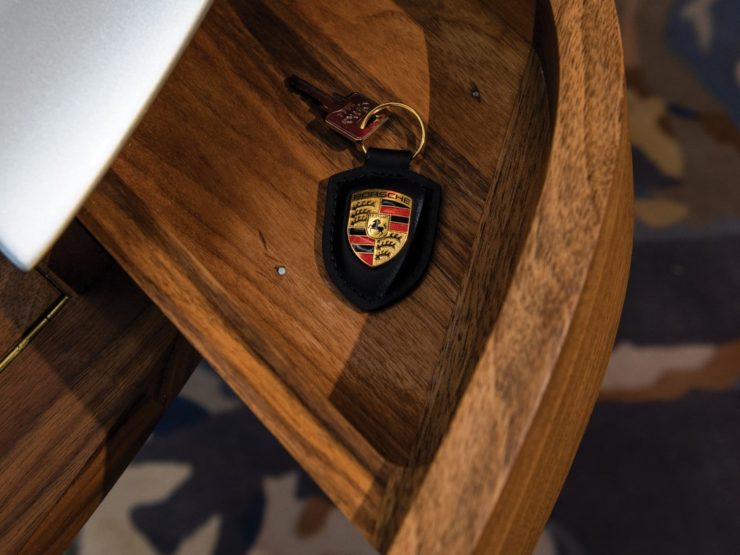 porsche_911_writing_desk_7
