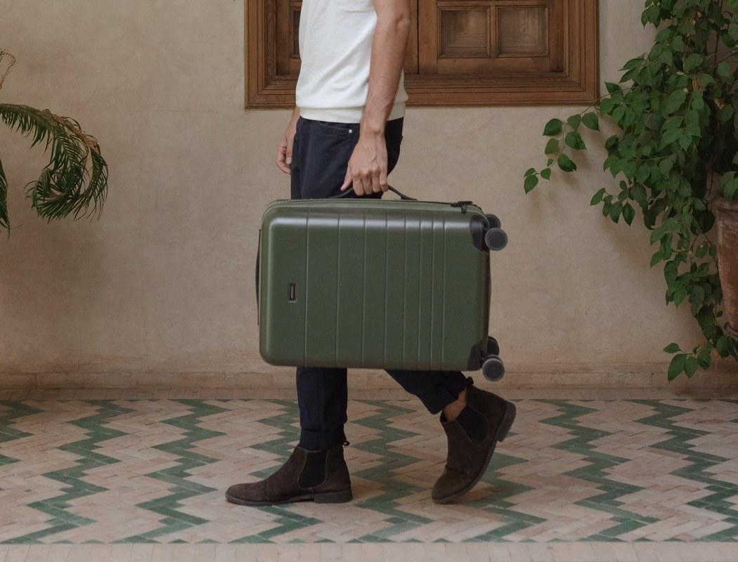 monos_premium_minimalist_luggage_03