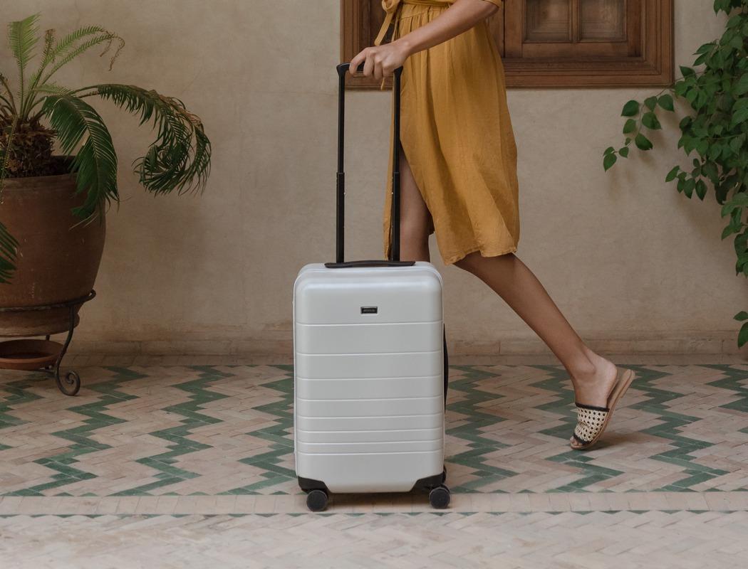 monos_premium_minimalist_luggage_22