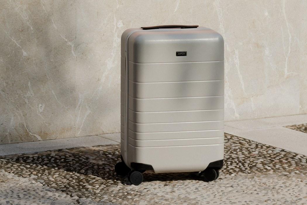 monos_premium_minimalist_luggage_layout