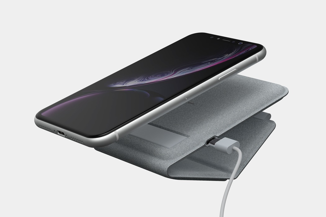 foldable_portable_wireless_charger_03