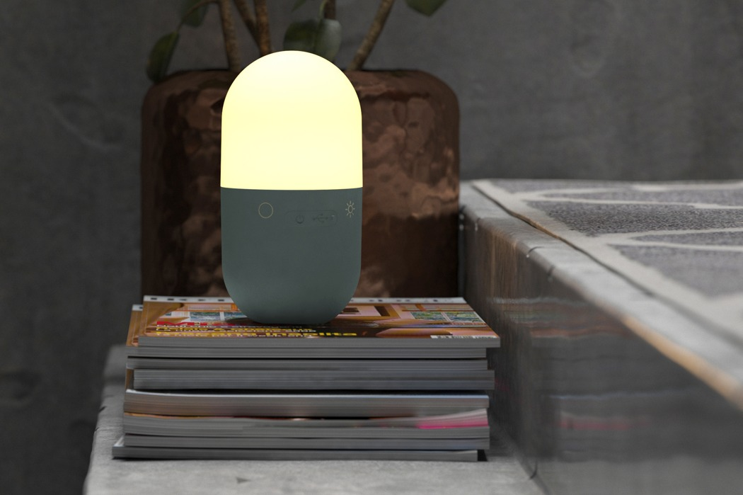 lucis_moodlamp_and_charger_01