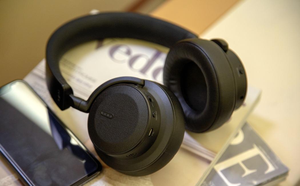 hbv70_multi_function_smart_headphone_10