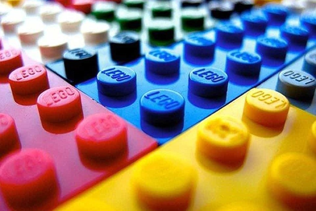 YD JOB ALERT: LEGO is looking to hire a Senior Designer!