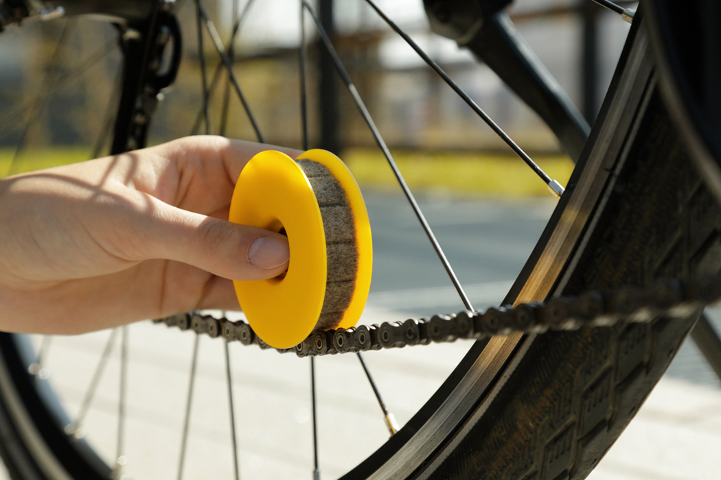 Bicycle Roller Chain Oiler Lubricating Cycling Gear Roller Cleaner Lubricant