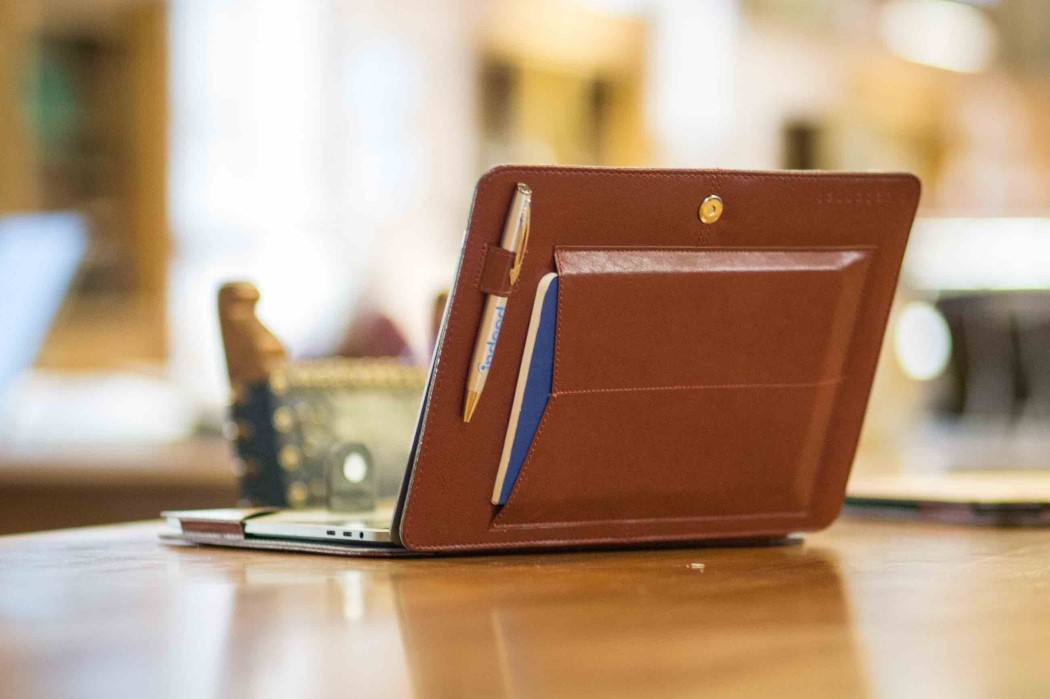 Bluebonnet Straps A Classy Leather Portfolio To The Back Of Your Macbook Yanko Design,Modern Simple Ceiling Design For Living Room