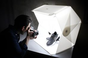This foldable light box goes from flat-packed to photo studio within seconds!