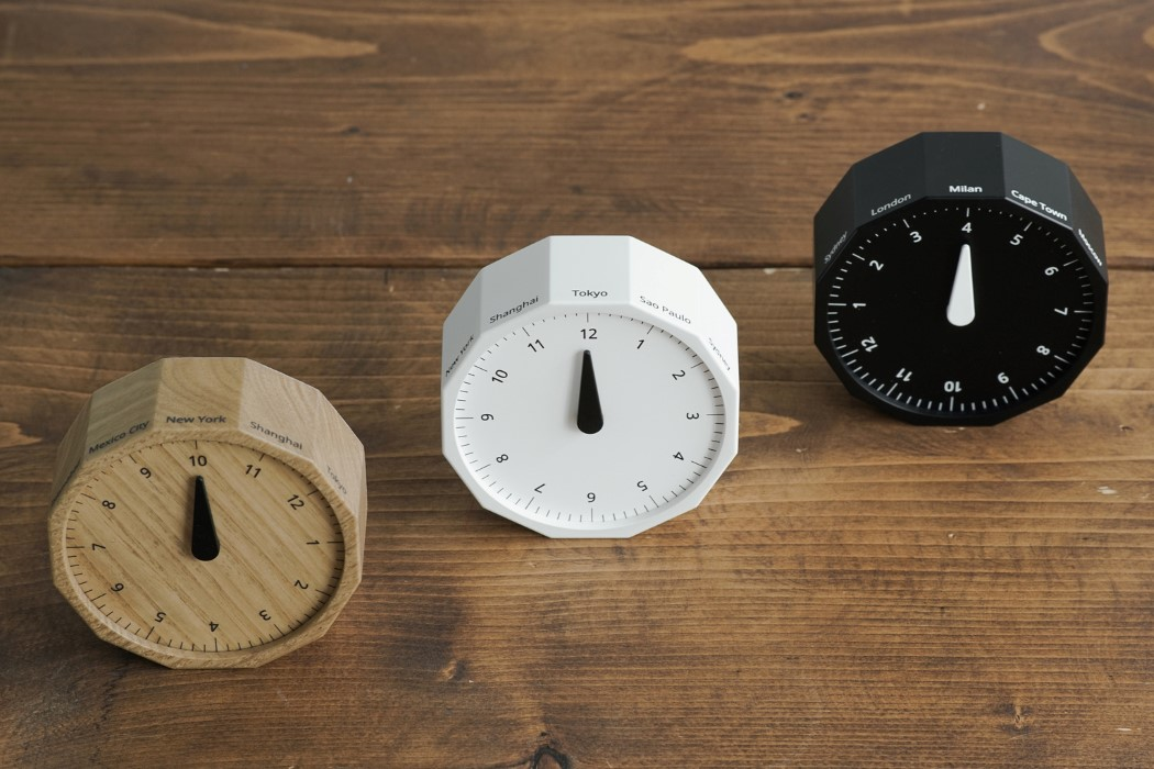 Just rotate this unbelievably simple world-clock and it shifts time zones!