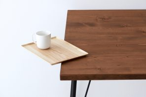 This minimal wooden tray has a 'clip' up its sleeve!