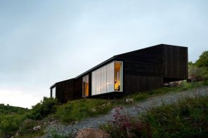 Experience the Norwegian sloped hills in this minimal blackwood cabin!