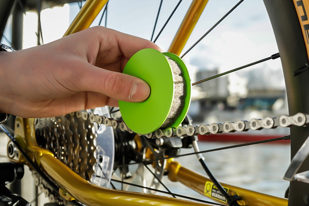 Portable Eco-friendly Bike Chain Gear Roller Oiler Lubricator Bicycle Care