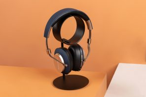The ZERO headphone stand has the appeal of a minimalist desk-sculpture