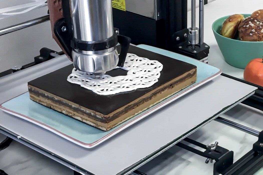 This robotic icing-assistant helps you intricately decorate cakes using your existing 3D printer!