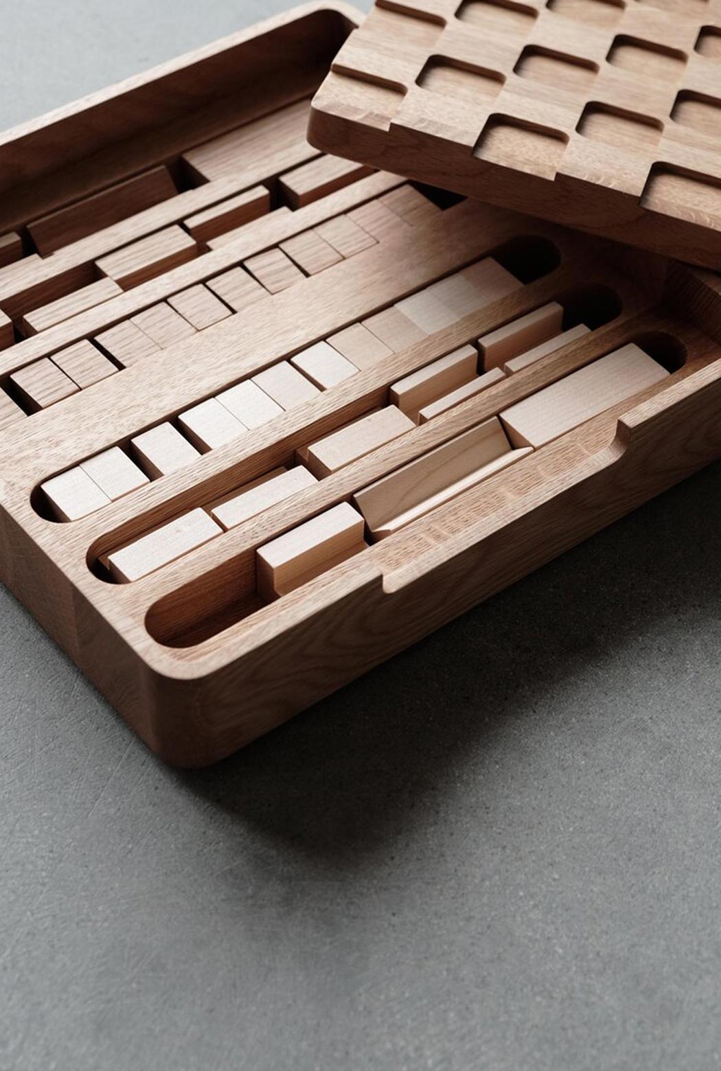 Этот минималистичный набор «Шахматы + шашки» станет центральным элементом вашей коллекции настольных игр