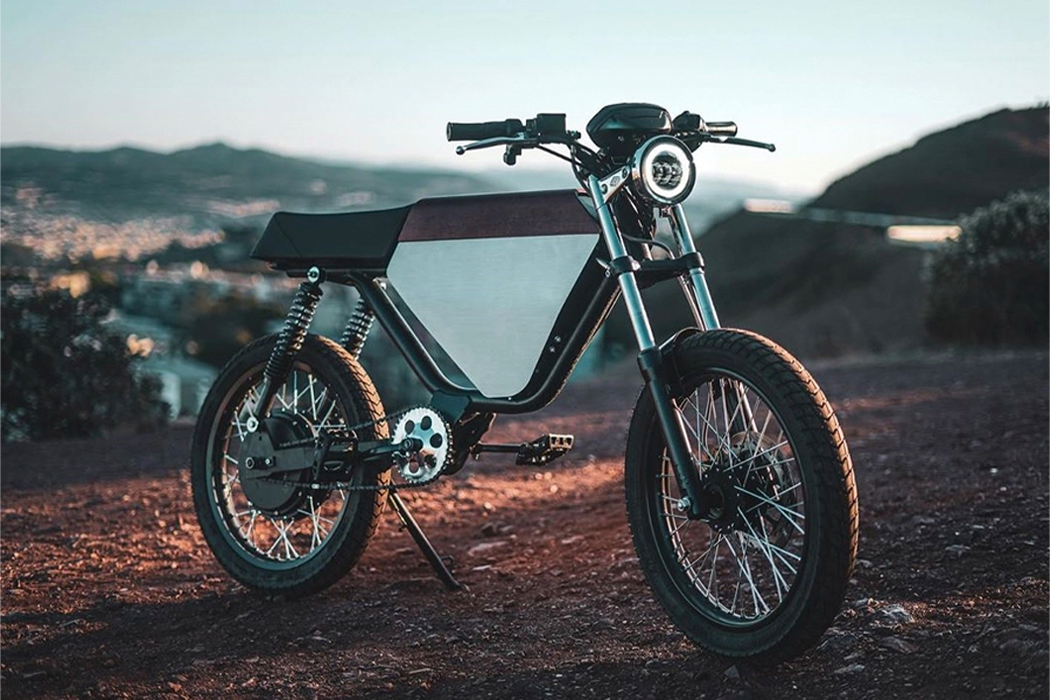 This retro yet electric moped delivers top speeds for riders ramping up for the thrill of racing!