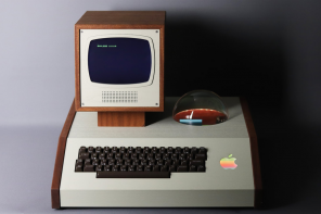 The 1976 Apple computer-I can now get a custom made bespoke, midcentury luxury case it deserves!