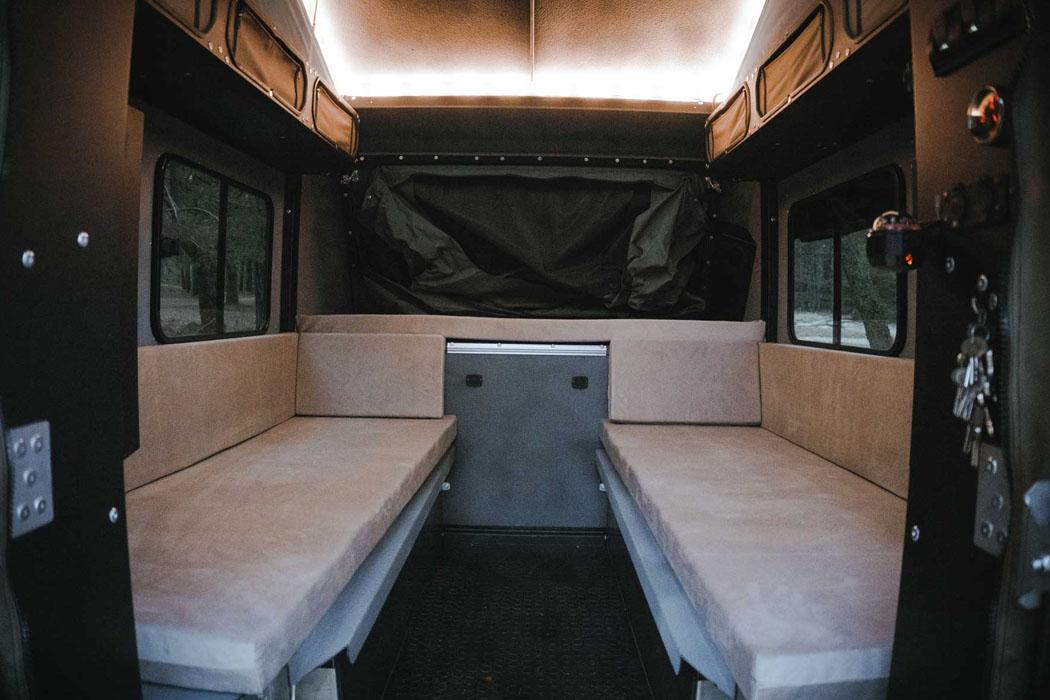 Этот прочный внедорожный кемпер с палаткой Sahara идеально подходит для каждого энтузиаста активного отдыха!