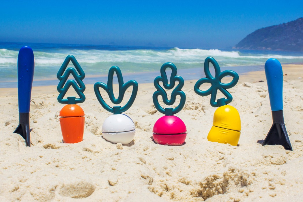 These veggie-shaped sand toys help kids cultivate a love for nature… and vegetables!