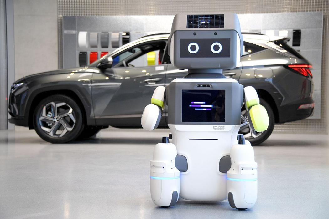 Очаровательный робот Hyundai с искусственным интеллектом советует покупателям носить маску для лица!
