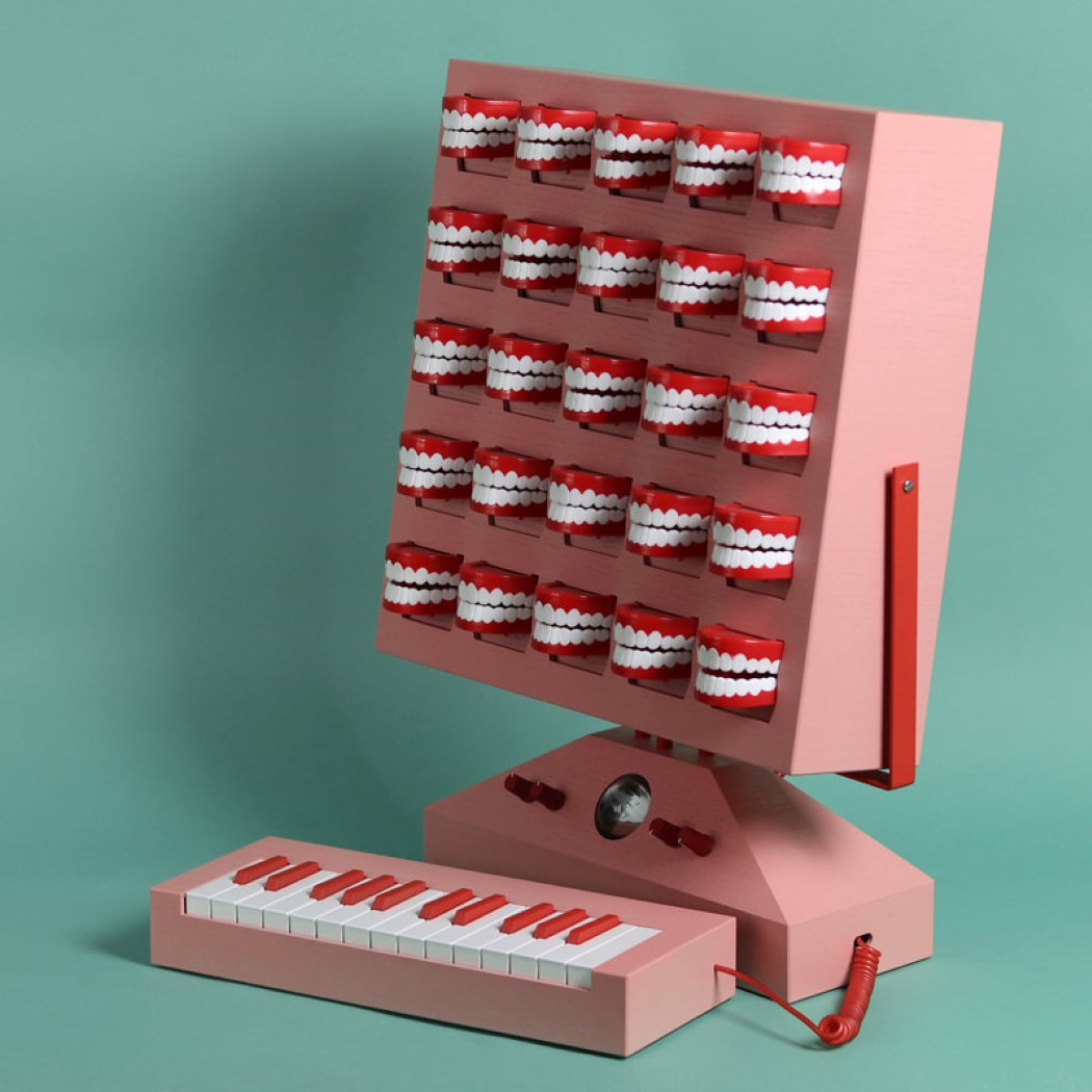 Love Hultén's macabre little synthesizer features 25 singing dentures!