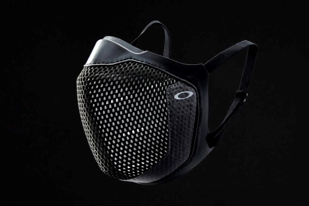 Oakley finally designed a spectacle-friendly N95 mask that prevents your glasses from fogging up