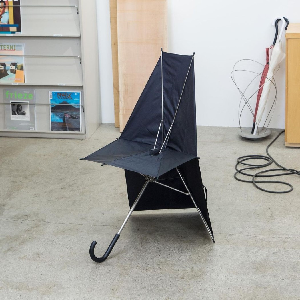 Этот складной стул в форме зонтика - самый блестящий креативный дизайн мебели, который я видел в этом году!