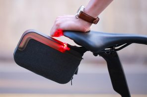 This sleek detachable bicycle bag holds all + incorporates a rear signal light to ensure safe and comfortable rides!