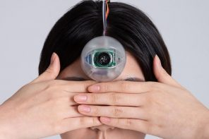 Addicted to your smartphone? This robotic third eye will help you walk while looking at your screen