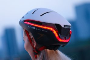 This smart helmet has a built-in headlight, a 270° taillight, and can even send emergency SOS alerts