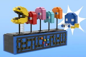 This LEGO PACMAN kinetic sculpture actually opens and closes its mouth when you crank the lever!