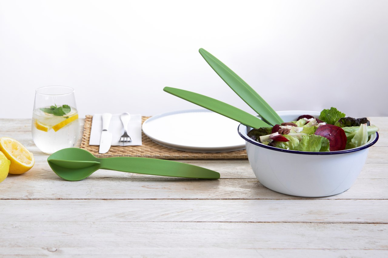These clever salad tongs can lock into one another to turn into a handy citrus-juicer