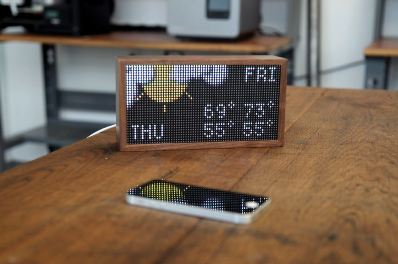 From Bitcoin prices to the weather, to even calendar alerts, this lo-fi LED Smart Display handles it all