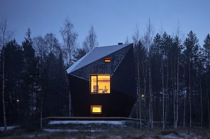 This oddly-shaped Finnish cabin was made with cross-laminated timber to withstand subarctic cold!